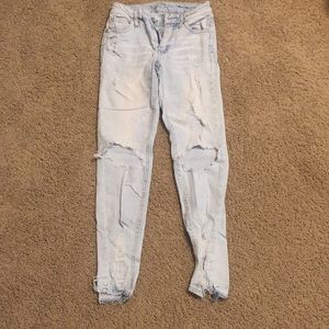 Very Distressed Trendy Light Washed Skinny Jeans